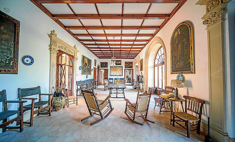 Die Innenräume des Gutshauses bieten Platz im Überfluss und haben ihren authentischen Charakter bewahrt.