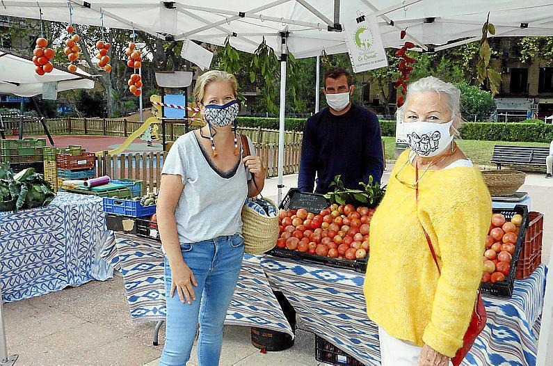 Die beiden Deutschen sind inzwischen Stammkundinnen auf dem Biomarkt.