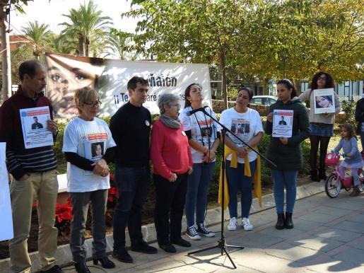 Mit regelmäßigen Gedenkveranstaltungen halten Maléns Ortiz' Mutter und Großmutter die Erinnerung an den ungelösten Vermisstenfall auf Mallorca wach.
