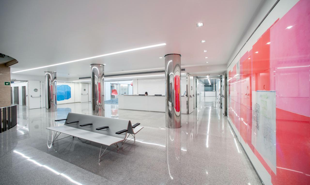 Komplett renovierter Beratungsraum im zweiten Stock.