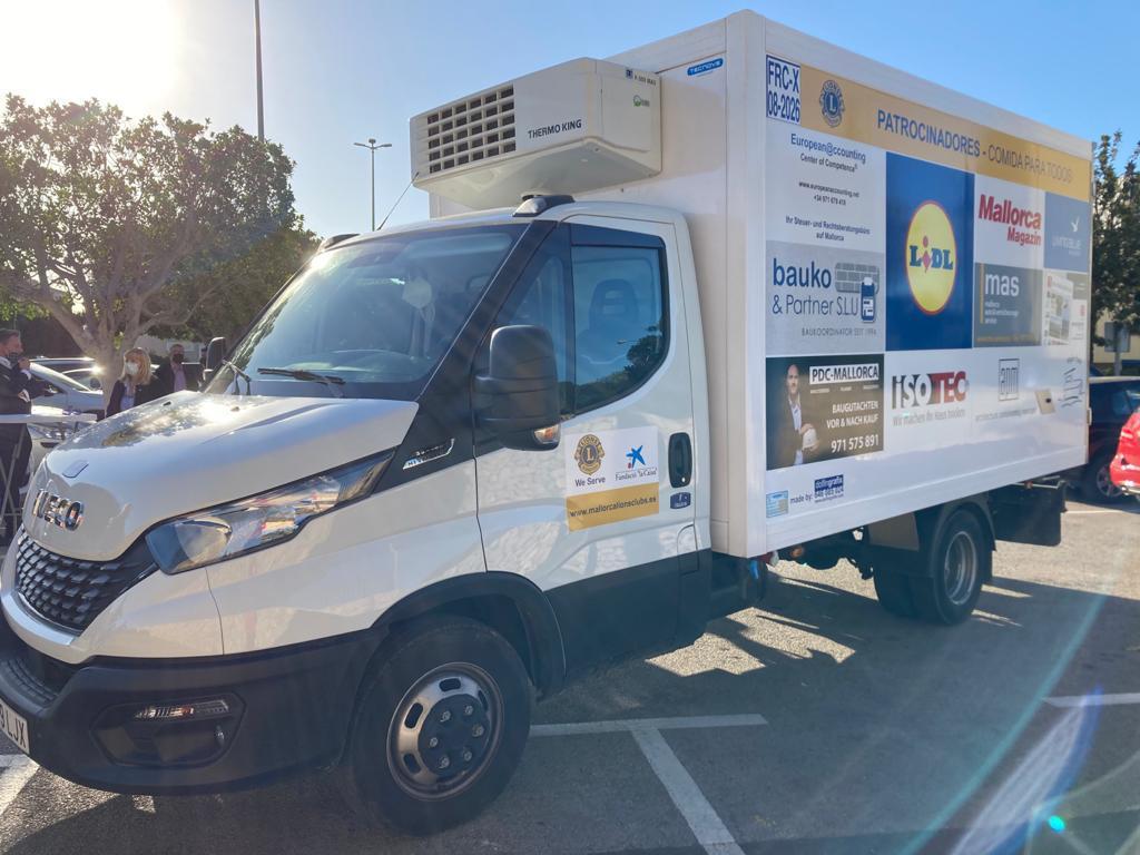 Desde ayer, los Lions Club Palma tienen nueva furgoneta con la que trabajar.