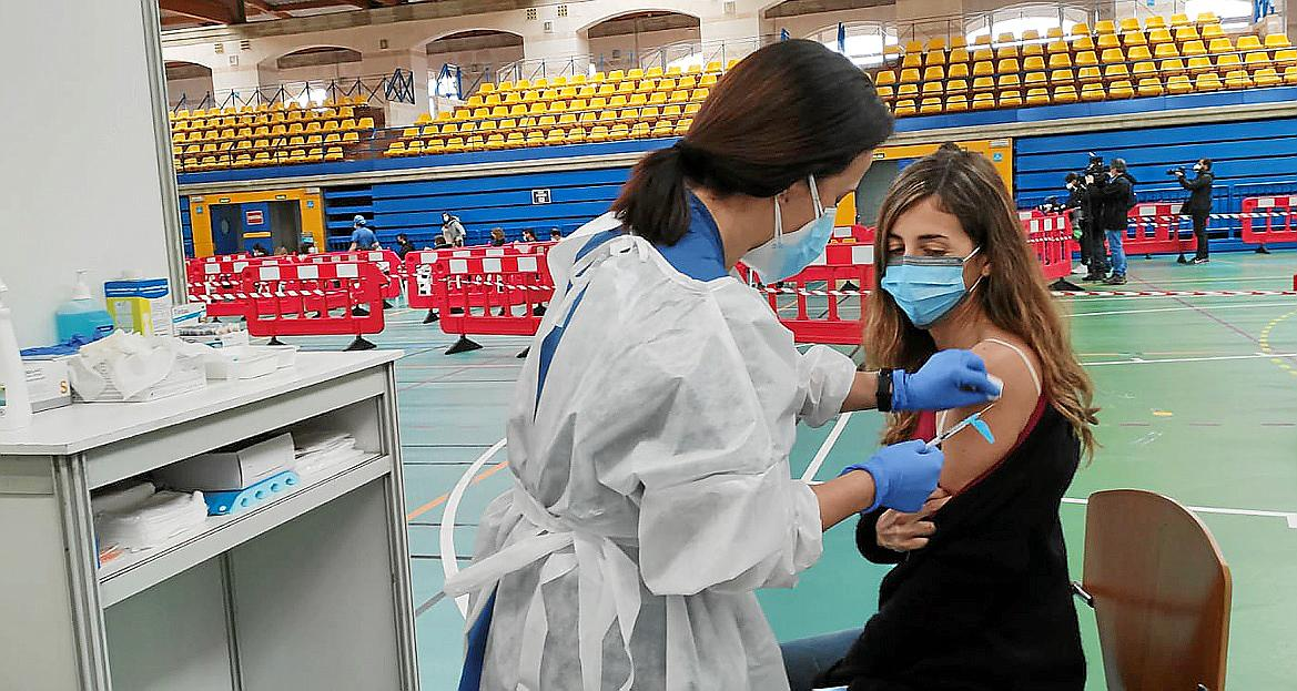 Immer mehr Menschen lassen sich gegen das Coronavirus impfen. Sie könnten von Juni an bei Reisen in der Europäischen Union privilegiert werden.