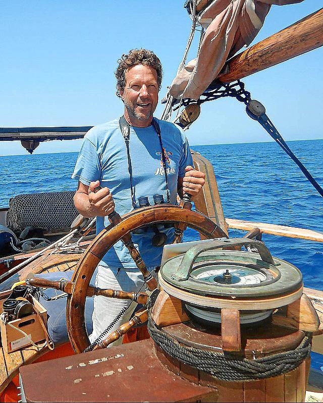 """Der Kapitän der """"Tovtevaag"""": Ricardo Sagarminaga. Er ist außerdem der Gründer der Umweltorganisation Alnitak."""