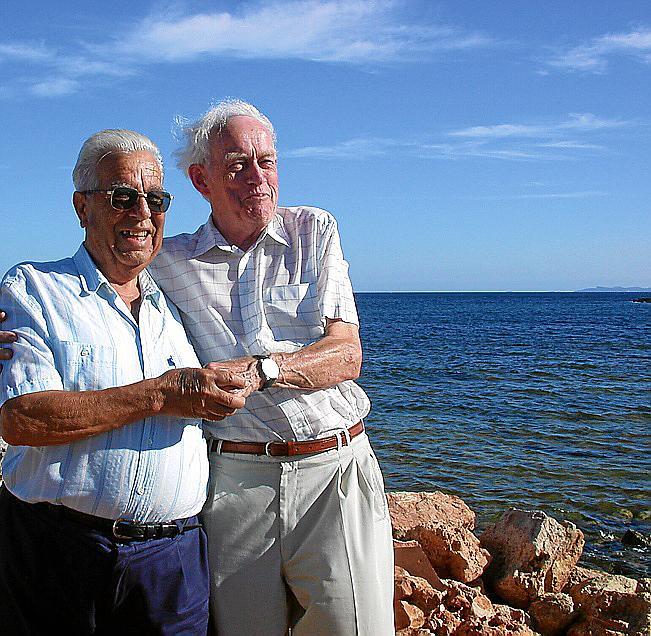 Der ehemalige Kampfflieger der Wehrmacht, Horst Hampel (r.), musste 1943 vor Sa Ràpita notwassern. Damals schloss er Freundschaft mit dem Fischerssohn Gabriel Panisa (l.), dessen Vater Hampel und seine Kameraden aus dem Meer gerettet hatte.