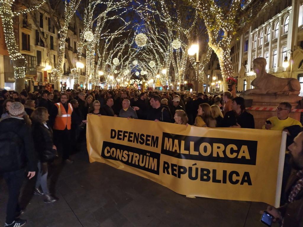 2000 Menschen Protestieren Für Und Gegen Unabhängigkeit