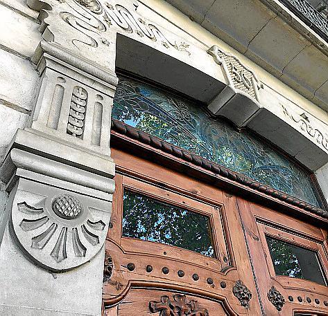 Jugendstilornamente am Wohnhaus Can Mulet, heute an der Avinguda Antoni Maura 24. Das Gebäude wurde von Gaspar Bennazar im Jahre