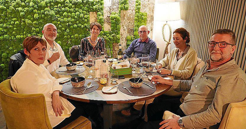cena de empresa gf consultores restaurante adrian quetglas foto emili