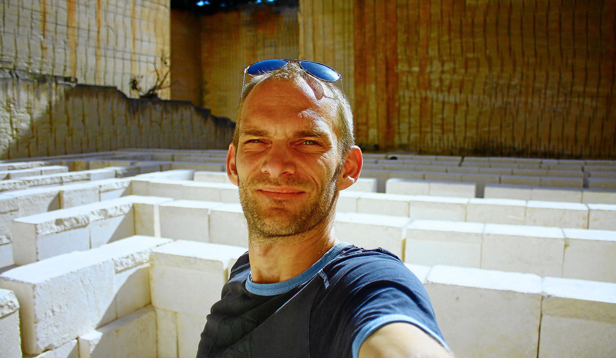Selfie des Autors. Hier vorm ehemaligen Steinbruch Pedreres de s´Hostal auf Menorca.