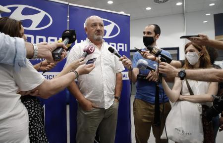 Atlético-Baleares-Trainer Manix Mandiola und einige Clubvertreter verfolgten die Auslosung in den Räumlichkeiten von Sponsor Hyundai.