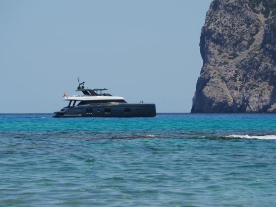 Nadals Katamaran am Samstag, gesichtet in der Cala Molins im Nordwesten von Mallorca.