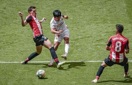 Real Mallorcas Japan-Star Take Kubo kommt zum Schuss. Eine Szene aus dem Spiel am Samstag bei Athletic Bilbao.