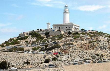 Blick auf den Leuchtturm von Formentor.