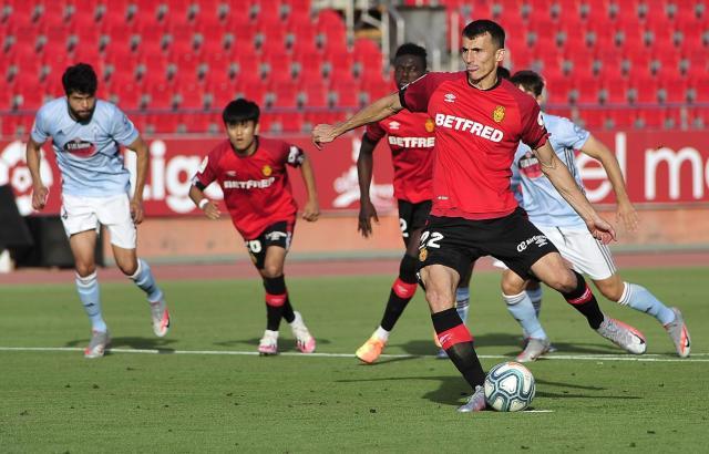 Ante Budimir am Ball. Der Kroate machte gegen Celta ein starkes Spiel für Real Mallorca.