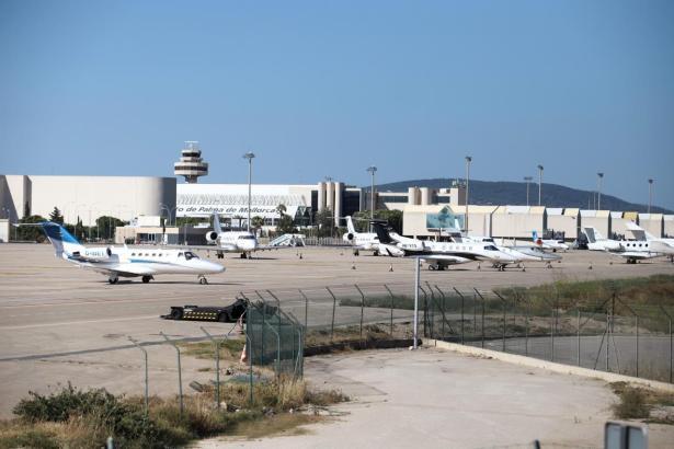Die Zone, die auf dem Mallorca-Flughafen Privatfliegern vorbehalten ist, war am Wochenende voll.