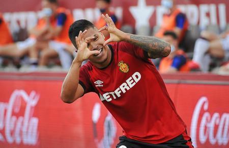 Hier feiert Mallorca-Stürmer Cucho Hernández seinen Treffer zum 1:0 gegen UD Levante.