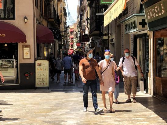 Fast alle Spaziergänger in der Innenstadt von Palma trugen am Montag eine Gesichtsmaske.