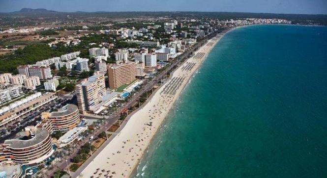 Luftbild von der Playa de Palma.