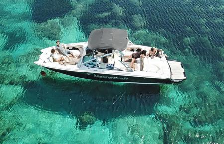 Türkisfarbenes, klares Wasser, eine Brise und den weiten Horizont. Gibt es etwas Schöneres?