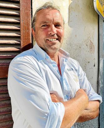 """Bergmann, Handwerker, Koch und """"der Koloniekater in Artà"""" – so beschreibt sich Pierre Lorenz in eigenen Worten. Der Mann aus Bottrop hat auf Mallorca sein Glück gefunden."""