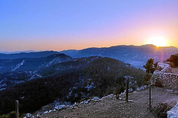 Gänsehautmoment: Der Sonnenuntergang hinter den Bergen.