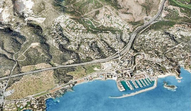 Blick auf die Küste der Gemeinde Calvià mit dem Hafen Puerto Portals.