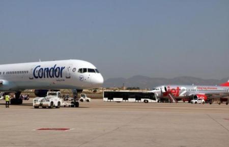 Flugzeug von Condor auf dem Flugfeld von Palma.