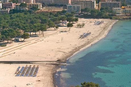 Momentan ist der Strand von Santa Ponça ein Feierort.