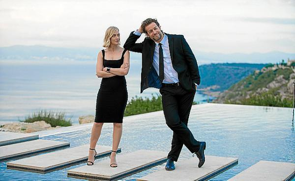 Ein schönes Paar, das bei der Arbeit nicht ohne Reibung Kriminalfälle auf Mallorca ermittelt: Miranda Blake (Elen Rhys) und Max Winter (Julian Looman).
