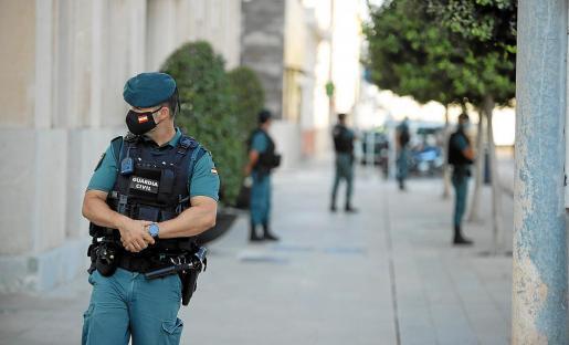 Die Büros der Hafenbehörde in Palma sowie auf Menorca und Ibiza waren von den Ermittlern zeitgleich abgeriegelt und durchsucht worden.