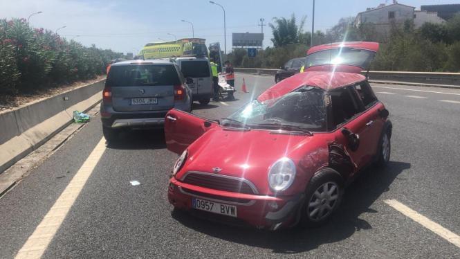Das Wrack des Unfallautos.