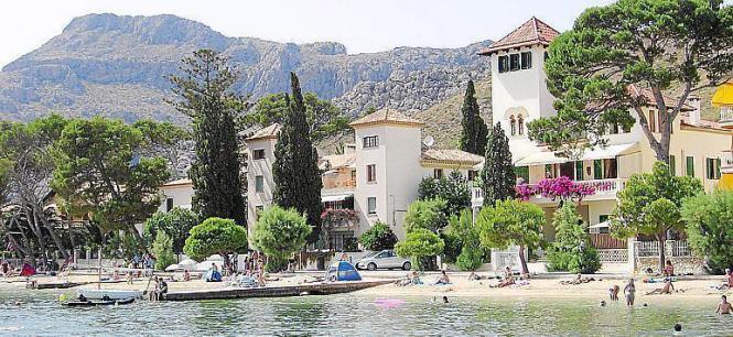 Als wäre es eine Filmkulisse: Villen am Strand Albercutx im Norden von Mallorca.