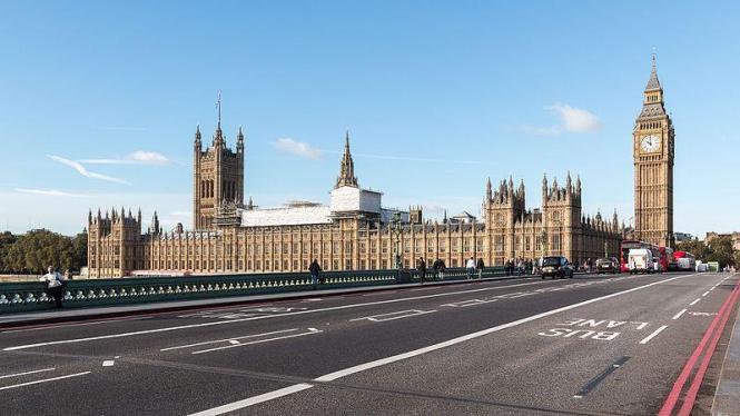 In dieser Woche blickt man von Mallorca aus gebannt auf das Regierungsviertel in London.