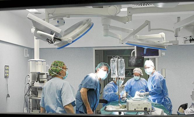 Corona-Profis im Krankenhaus von Son Espases.