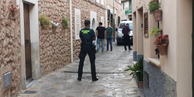 Die Guardia Civil während des Einsatzes in Esporles.