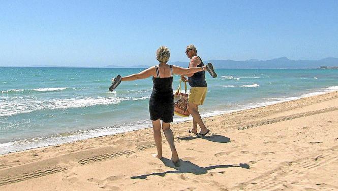 """Eine Szene aus der Weltspiegel-Reportage """"Urlaub in Zeiten von Corona"""": Das Ehepaar Karina und Thomas Wienandt aus Brandenburg gehörte zu den ersten deutschen Touristen, die in dieser Sommersaion nach Mallorca gereist sind."""