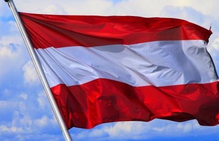 So sieht die österreichische Fahne aus.