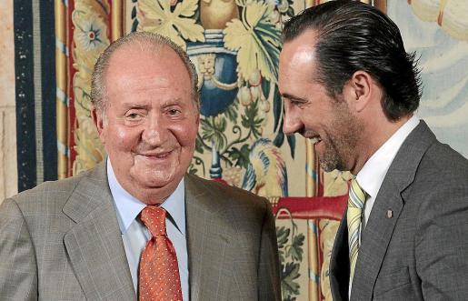 Juan Carlos 2013 auf Mallorca mit dem damaligen balearischen Ministerpräsidenten José Ramón Bauzá.
