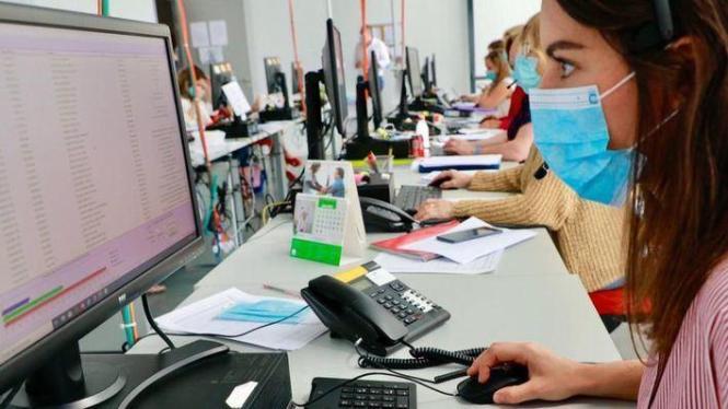 Aufspürer von Kontaktpersonen bei der Arbeit.