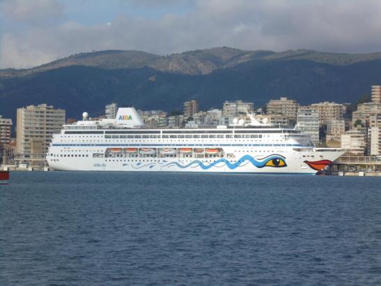 Aida-Schiff im Jahr 2019 im Hafen von Palma.