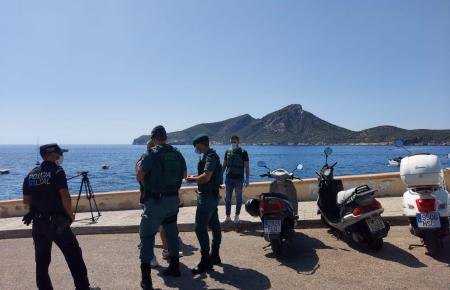 Beamte der Guardia Civil im Einsatz in Sant Elm.