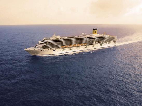 Blick auf ein Costa-Schiff.
