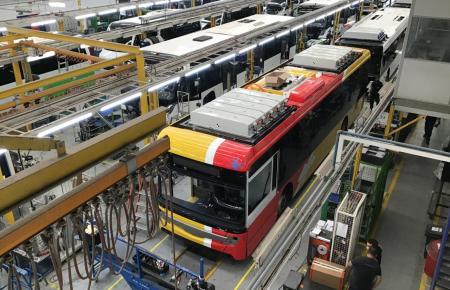 Die neuen Elektrobusse werden in Portugal hergestellt.