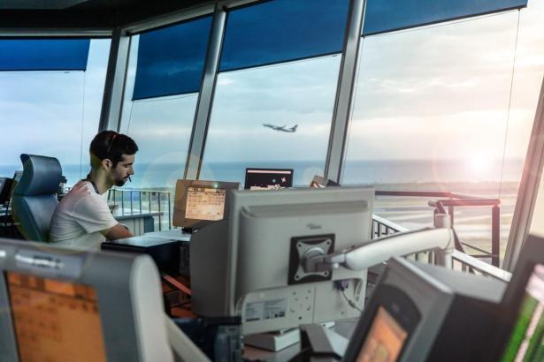 Blick in den Kontrollturm des Flughafens von Mallorca.