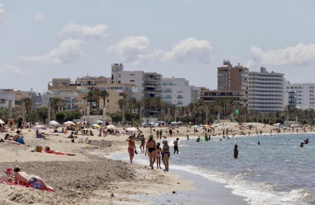 Die Playa de Palma vor einigen Wochen, als dort noch keine Liegen standen.
