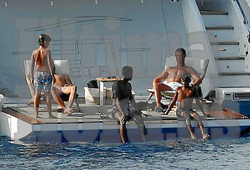 Cristiano Ronaldo samt Anhang auf seiner Yacht vor Mallorca.
