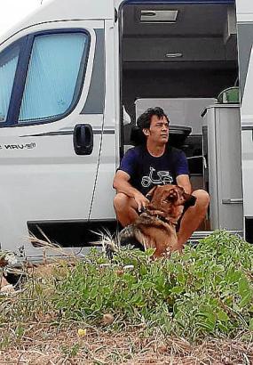 Germán Helling bereist Mallorca mit Hund und Camping-Bus.