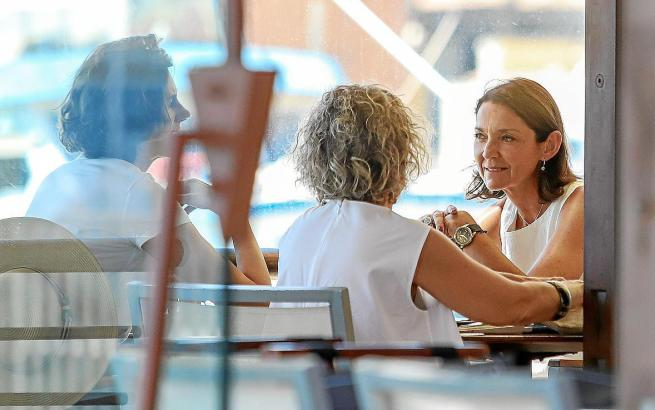 "Reyes Maroto (rechts) im Restaurant ""Pesquero"" in Palma."