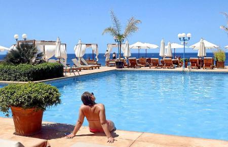 Der Mhares Sea Club bietet einen großzügigen Poolbereich.