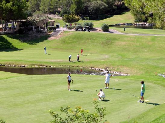 Golfen in Camp de Mar – im Hintergrund das Halfwayhouse, wo das MM-Turnier endet.