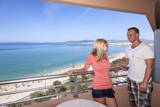 In einigen Hotels der zu Alltours gehörenden Kette Allsun, wie hier im Pil·lari Playa an der Playa de Palma (Archivbild), bleibt Mallorca-Urlaub auch in diesen Tage möglich.